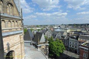 Blick aus dem Westturm auf den Münsterplatz