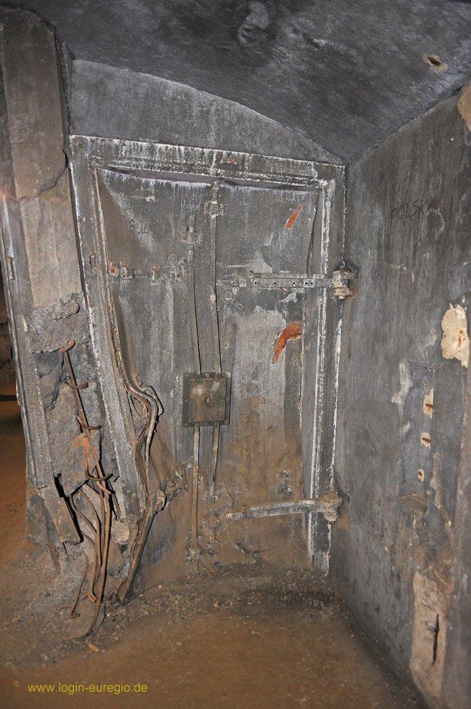 Fort Eben Emael:  durch eine Hohlladung zerstörte Panzertür
