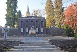 AC-Eil. saniertes Kriegerdenkmal
